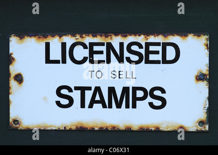 Ein altes Schild ein Postamt. - Stockfoto