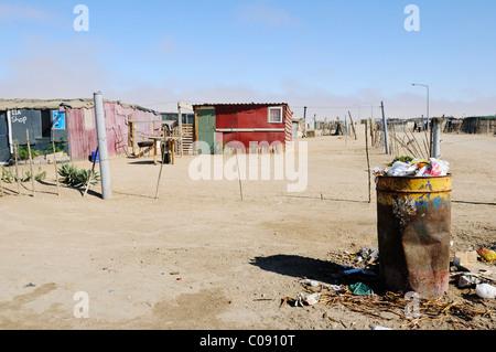 Müll und Blechhütte Ut in Mondesa Township, Swakopmund Stadt, Namibia, Afrika - Stockfoto