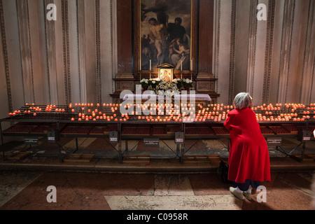 Kerzen im Dom zu Salzburg, Altstadt, Salzburger Land, Österreich, Europa - Stockfoto