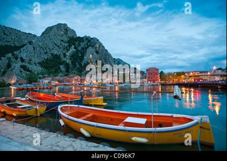 Omis, Boote auf dem Fluss Cetina, Split-Dalmatien, Kroatien, Europa - Stockfoto