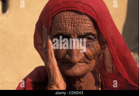 Bildnis einer alten Frau, Thar-Wüste, Rajasthan, Indien, Asien - Stockfoto