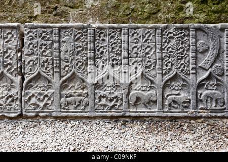 Stein-Reliefs, Dekorationen auf einem Grab-Platte, Rock of Cashel, County Tipperary, Irland, britische Inseln, Europa - Stockfoto