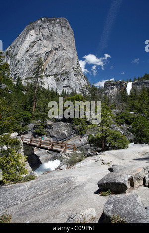 Nevada Falls und Liberty Cap, Yosemite-Nationalpark, Kalifornien, USA - Stockfoto