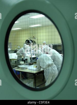 Wissenschaftler arbeiten im Labor - Stockfoto