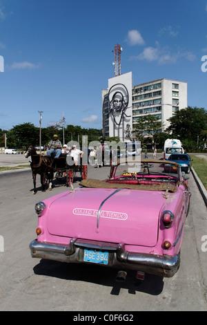 Placa De La Revolucion Square, Oldtimer-Taxi, Havanna, Kuba, Caribbean - Stockfoto