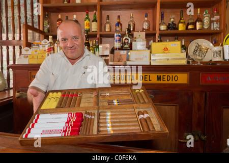 La Bodeguita del Medio, Havanna Viejo, Hemingway Bar in Havanna, Kuba, - Stockfoto