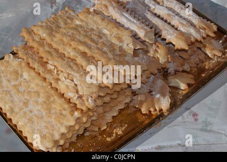 Die Frappe. Typische italienische süße Keks für Karneval - Stockfoto