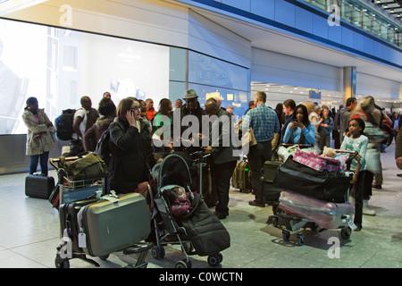 Ankunftshalle - Terminal 5 – Flughafen Heathrow - London - Stockfoto