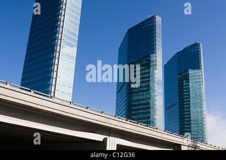 Peking: erhöhte Straße und modernen Gebäuden - Stockfoto