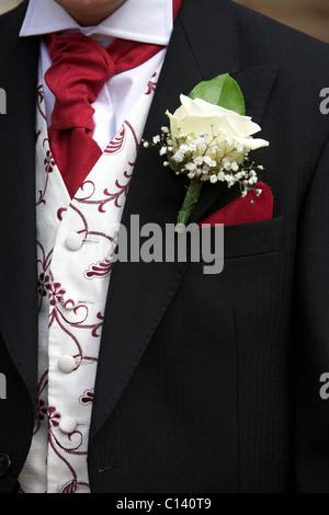 Cutaway, getragen von einem Bräutigam in einer Hochzeit mit einer Corsage oder Knopfloch und Taschentuch - Stockfoto