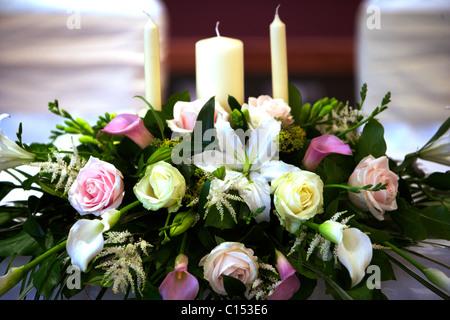 Gesteck Rosen mit Kerzen zu ändern - Stockfoto
