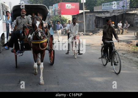 Verkehr, Straße in Pushkar, Rajasthan, Nordindien, Asien - Stockfoto
