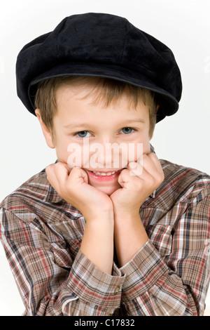 Junge, 6 Jahre, mit einer Mütze, Porträt - Stockfoto