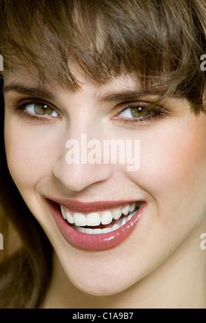 Portrait von junge Brünette Frau - Stockfoto