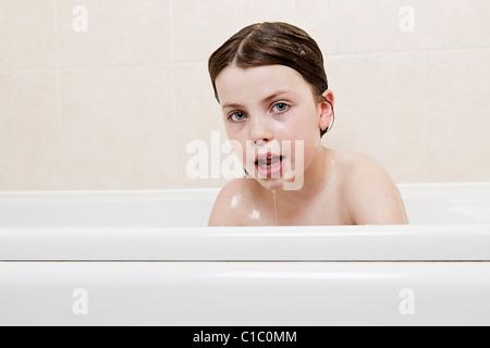 m dchen dusche haare sauber kind nackt dusche badezimmer shampoo haar w sche fr hlich fr hlich. Black Bedroom Furniture Sets. Home Design Ideas