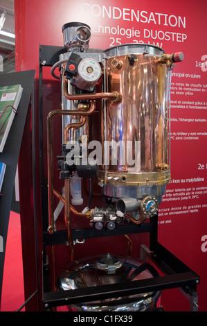 ... Paris, Frankreich, Bau Trade Show, Haus Energie Sparen Ausrüstung  Heizung Kondensation Einheit,