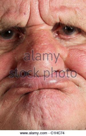 Nahaufnahme von einem älteren Mann ohne Zähne - Stockfoto