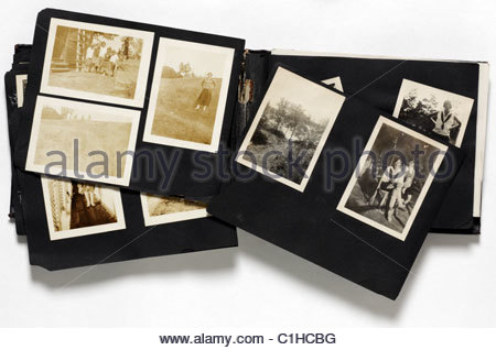 eine alte zerfallen Familienalbum - Stockfoto