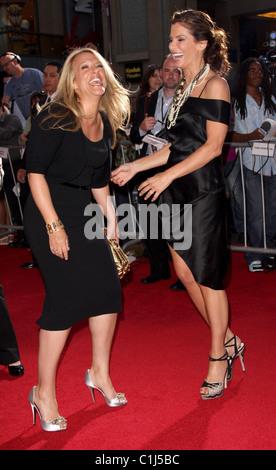 """Anne Fletcher und Sandra Bullock-Welt-Premiere von """"Der Vorschlag"""" an der El Capitan Theatre Hollywood, California - Stockfoto"""
