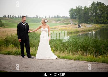Porträt von Braut und Bräutigam, Eagles Nest Golf Club, Vaughan, Ontario, Kanada - Stockfoto