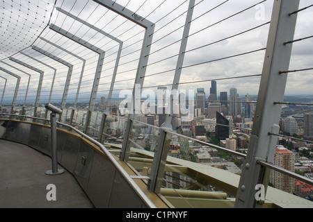 Blick auf die Plattform oder Beobachtung Deck an Spitze der hohen Turm Space Needle, Seattle, Washington, USA. - Stockfoto