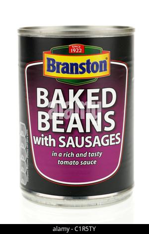 Dose Branston gebackene Bohnen mit Würstchen in einer reichhaltigen und schmackhaften Tomatensauce - Stockfoto