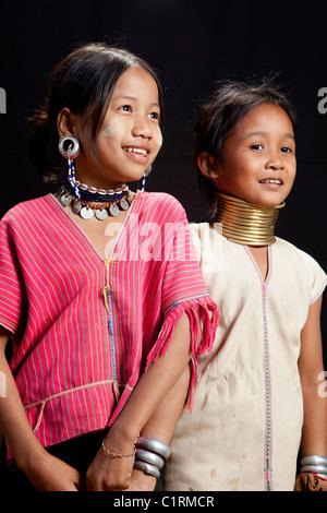 Karen Long Neck und Big Ear Stämme Freunde, Huay Pu Keng Karen Flüchtling Dorf, Mae Hong Son, Thailand