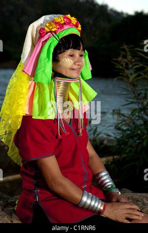 Frau Karen Langhals, Huay Pu Keng Flüchtling Dorf, Mae Hong Son, Thailand - Stockfoto