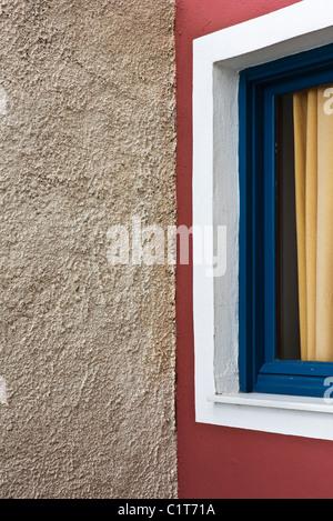 Stuck-Wand und Fenster, beschnitten - Stockfoto