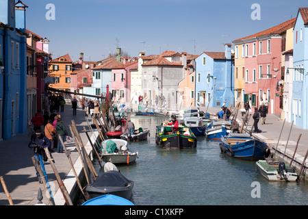 Kanal-Szene, Burano Dorf, Venedig, Italien - Stockfoto
