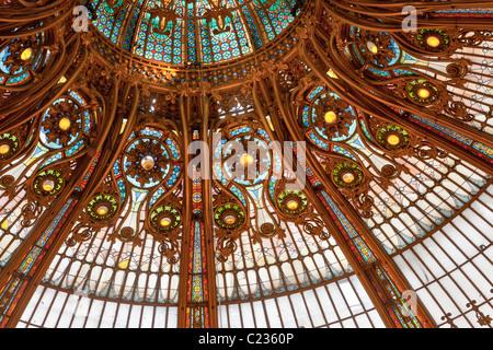 Detail der Belle Epoche Architektur des Kaufhaus Galeries Lafayette Paris Frankreich. Studio Lupica - Stockfoto