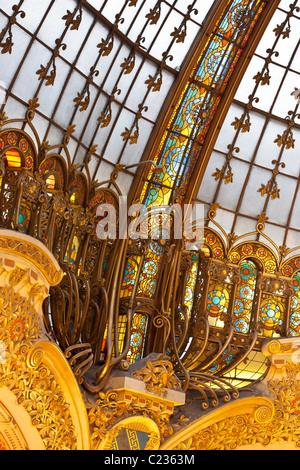 Detail der Belle Epoche Architektur des Domes / Kuppel in das Kaufhaus Galeries Lafayette Paris-Frankreich. Studio - Stockfoto