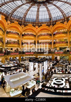 Das Kaufhaus Galeries Lafayette Paris Frankreich Jugendstil Interieur. Studio Lupica - Stockfoto