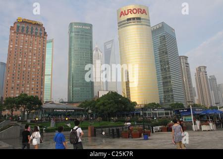 Stadtbild Ansicht aus dem Osten Bund. Pudong, Shanghai, China. - Stockfoto