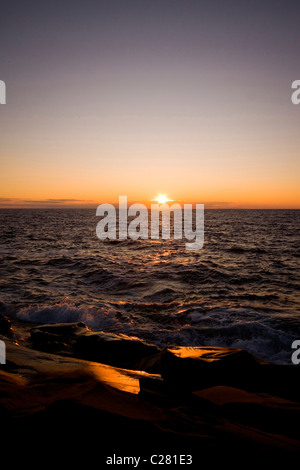 Sonnenuntergang über malerische Küste in der Nähe der Stadt Cheticamp auf Westküste der Kap-Breton-Insel, Neuschottland, - Stockfoto