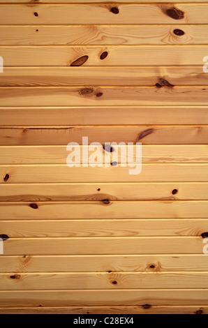 Horizontale Hintergrundtextur von knorrigen Kiefern Boards. - Stockfoto