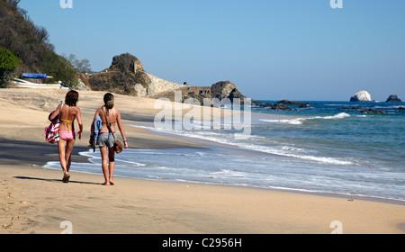 Menschen zu Fuß auf der Beach State Park Mazunte Oaxaca Mexico - Stockfoto