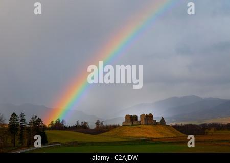 Ruthven Kasernen und Regenbogen, Insh Marshes, Speyside, Grampians, Schottland. - Stockfoto