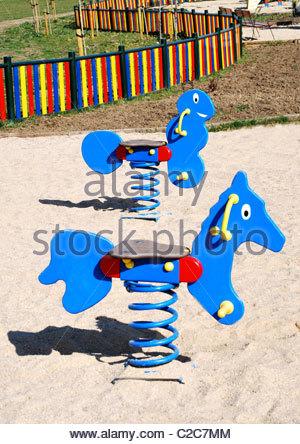 Bunte Kinder Tier lernen Spiel, finden Sie die richtigen Schatten ...