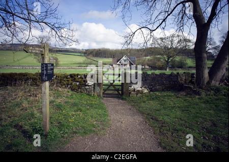 """Wanderweg und Wegweiser auf Bakewell führt vom Monsal Weg am Hassop, Derbyshire, """"Peak District"""", England - Stockfoto"""