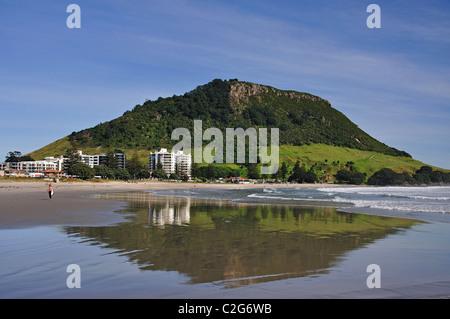 Blick auf den Strand, Mount Maunganui, Tauranga, Bay of Plenty, North Island, Neuseeland - Stockfoto