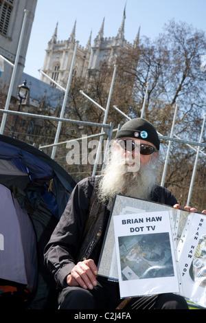 Friedenscamp in Parliament Square, London: Stuart den Bart für unwohl Brian Haw - Stockfoto