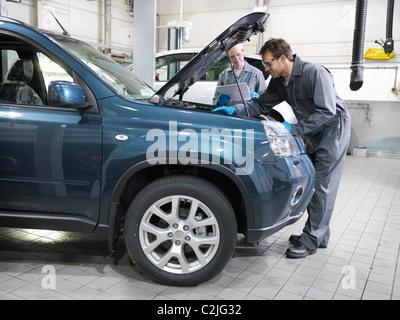 Mechanik-Analyse-Engine in workshop - Stockfoto