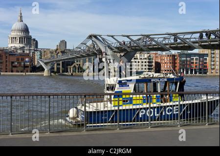 Polizei-Boot auf der Themse, London, England, UK - Stockfoto