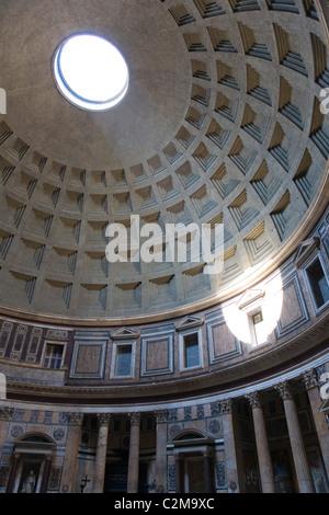 Die Decke und natürlichen Mittelpunkt Pantheon, Rom, Italien. - Stockfoto