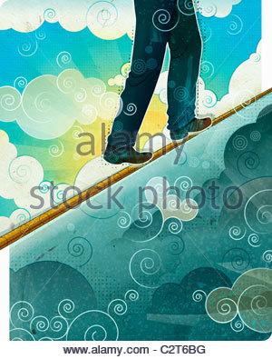 Mann zu Fuß auf Gratwanderung - Stockfoto