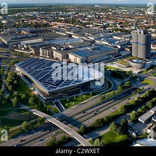 Deutschland, Bayern, München, BMW-Zentrale, Blick vom Olympiaturm. - Stockfoto