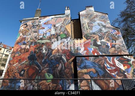 Die Schlacht der Kabel Street Wandbild des Künstlers Dave Binnington, London, England, UK. - Stockfoto