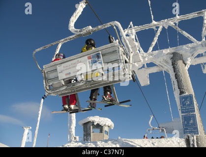 Eine Sesselbahn im nördlichen finnischen Skigebiet Ruka, Finnland - Stockfoto