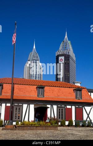 Innenraum Fort Conde mit Downtown Mobile in den Hintergrund, Alabama, USA. - Stockfoto